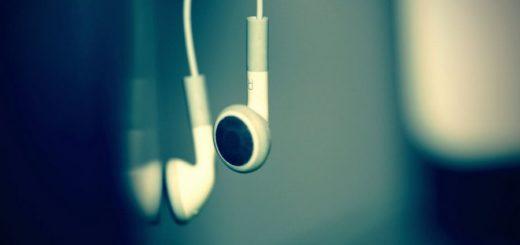 hanging wired earphones under 1000